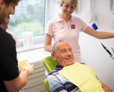 Zähne müssen bis ins hohe Alter geschützt werden spezielle Behandlung