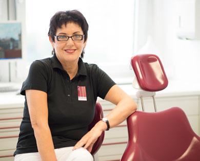 Zahnärztin Sabine Paudler biete Ihnen umfassenden Service und Kompetenz.
